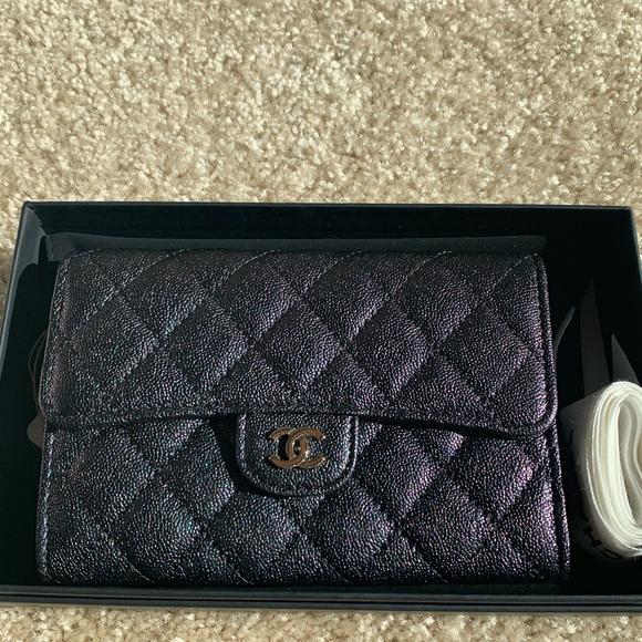 2f9cae34 NWT RARE Chanel Iridescent Black Caviar Wallet 19S NWT